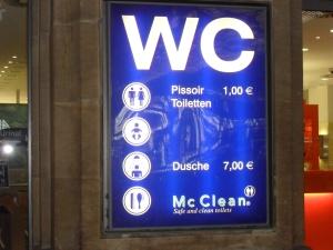 1 euro per la pipì e 7 per la doccia